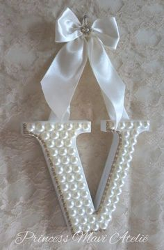 Yeeees,the Letter V,for Violetta's Bedroom Letter A Crafts, Wood Letters, Monogram Letters, Diy And Crafts, Crafts For Kids, Arts And Crafts, Craft Projects, Projects To Try, Button Crafts