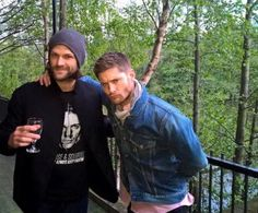J2 candid taken by a guy who worked with Jensen and Jared this weekend at A14. (Ang) Source: @DaveRaveBukes