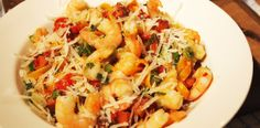 Paste cu carnati chorizo si creveti in sos de ardei copți. Paste, Calamari, Chorizo, Shrimp, Seafood, Meat, Baby, Sea Food, Baby Humor