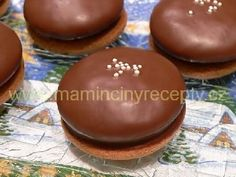Nadýchané perníčky s povidly - My site Small Desserts, Sweet Desserts, Sweet Recipes, Baking Cupcakes, Cupcake Cakes, Czech Desserts, Baking Recipes, Cake Recipes, Czech Recipes