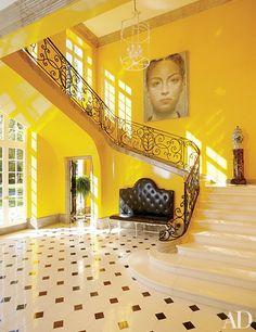 42 Entryway Ideas for a Stunning, Memorable Foyer - Architectural Digest Architectural Digest, Mansion Homes, Flur Design, Design Design, Design Ideas, Design Inspiration, Modern Entrance, Foyer Lighting, Yellow Interior