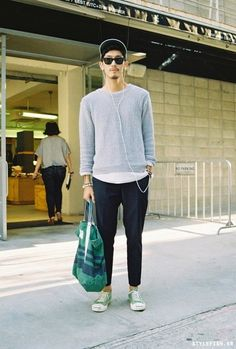 Street looks . Urban Fashion, Look Fashion, Mens Fashion, Stylish Men, Men Casual, Streetwear, Style Urban, Street Looks, Inspiration Mode