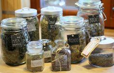 U nás na kopečku Mason Jar Wine Glass, Herbs, Boho, Tableware, Diy, Dinnerware, Bricolage, Tablewares, Herb