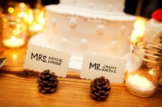wedding place cards with pine cones
