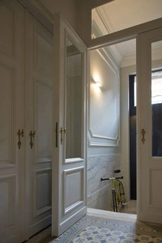 Foyer: architectural details, glass entry doors after vestibule Architecture Renovation, Architecture Details, Victorian Architecture, House Architecture, Sas Entree, Door Design, House Design, Entry Doors With Glass, Glass Doors