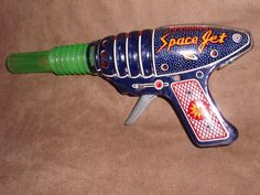 Vintage tin space gun, made in Japan.