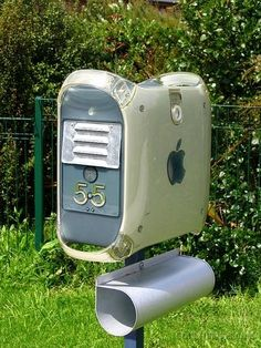 What to do with your old computer? THIS. It's actually a really creative idea!!!