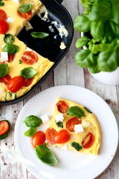 Uunimunakas eli frittata feta-tomaattitäytteellä - Suklaapossu Frittata, Caprese Salad, Feta, Brunch Ideas, Insalata Caprese