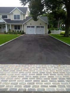Belgian Block and Pavers - Dressing Up an Asphalt Driveway - All About The House Driveway Edging, Stone Driveway, Driveway Entrance, Driveway Landscaping, Modern Landscaping, Landscaping Design, Driveway Apron, Landscaping Software, Walkway