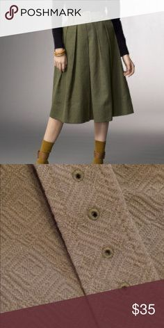 ✨L.L.bean Signature Olive Skirt Size 8 A-MA-ZING! Beautiful belted skirt, perfect for fall. Size 8 Excellent used condition. 100%cotton L.L. Bean Skirts Midi