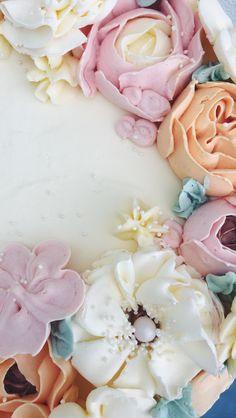 Hübsche Buttercréme Blumen in pastell Farben. Buttercream Flowers, Icing, Party, Rose, Desserts, Wedding Day, Pastel, Pies, Birthday