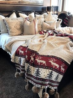Christmas Bedding & Throws Pillows || Details on Home Bunch blog