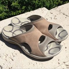 15e2c87a959c MERRELL Womens Palmetto Taupe Nubuck Leather Slingback Sport Sandals - Sz 8   fashion  clothing