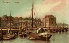 historie Dordrecht; In 1587 vond de oudste korenmarkt plaats in Dordrecht aan de Pottenkade, vlakbij de Grote Kerk. In 1833 werd het grote pand, links achter de grote mast, gebouwd om daar voortaan de koren en zaden op te slaan. Op de lange houten steiger zou keizer Napoleon in 1811 aan land zijn gekomen. Hij is daarna met een sloep over de Voorstraathaven gevaren naar het Groothoofd. Later die dag is hij verder gevaren naar Gorinchem.