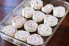 The best Hot Ham and Cheese Pinwheels ever! This is honestly one of the best pinwheel recipes I've ever tried. The brown sugar glaze sends these hot ham roll ups over the top. The perfect pinwheel appetizers! Ham Cheese Rolls, Ham And Cheese Roll Ups, Ham And Cheese Pinwheels, Ham Roll Ups, Comida India, Pinwheel Recipes, Pinwheel Appetizers, Roll Ups Recipes, Cheese Party