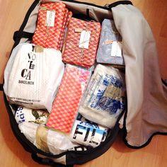 Beh! Scusate se in questi giorni sono sparita ma ero un tantino impegnata... Le valige sono pronte.... Questa è praticamente solo per i pacchetti... Stress e frustrazione  arriviamo Roma! #roma #becktotherome #barcelona #trip #bay