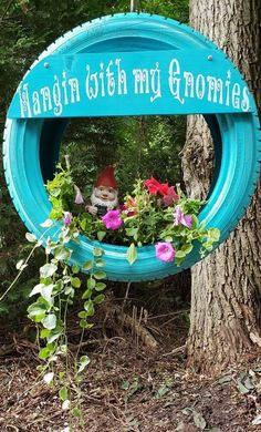 Creative repurposed tire planter idea A brilliant DIY outdoor home decorating idea Transforming that used tire will make an awesome addition to your whimsical gnome or fa. Garden Care, Tire Garden, Diy Garden Projects, Garden Crafts, Yard Art Crafts, Tire Planters, Garden Planters, Diy Planters Outdoor, Outdoor Crafts