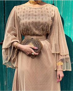 Hijab fashion look muslima Arab Fashion, Indian Fashion Dresses, Muslim Fashion, Modest Fashion, Look Fashion, Fashion Outfits, Dress Outfits, Fashion Muslimah, Classy Fashion