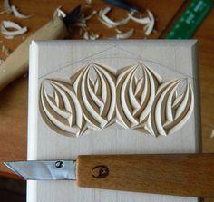 Тот случай, когда орнамент не отпускает.  А если меня орнамент не отпускает - это значит, что я его пока не до конца раскрыла в своих работах.  п.с. Ну а я и не сопротивляюсь, - мне очень нравится наблюдать за движением тех линий в листьях.  #chipcarving #woodwork #woodcarving
