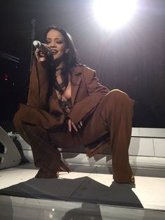 Find images and videos about Queen, rihanna and riri on We Heart It - the app to get lost in what you love. Rihanna Love, Rihanna Riri, Rihanna Style, Rihanna Fashion, Style Personnel, Bad Gal, Shows, Woman Crush, Love Fashion