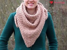 Instructions: Crochet a simple triangular scarf with chopsticks # crochet hats instructions . - Instructions: Crochet a simple triangular cloth with chopsticks # heed crochet pattern - Beginner Knitting Projects, Easy Knitting, Knitting For Beginners, Easy Crochet, Knit Crochet, Crochet Hats, Knitted Poncho, Knitted Shawls, Tricot Simple