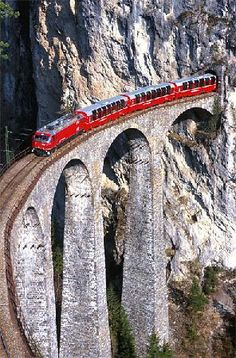 Photo de Rhaetian Railway in the Albula / Bernina Landscapes