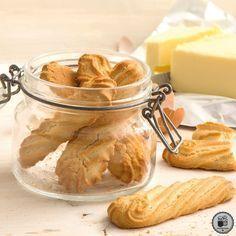 Βιεννέζικα μπισκότα βουτύρου Greek Sweets, Greek Desserts, Greek Recipes, Biscuit Cookies, Cupcake Cookies, Food Network Recipes, Food Processor Recipes, Greek Cookies, Cookie Recipes