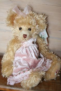 KIMBERLEY is a Settler Bear from the Olinda Collection.  Price AUD$54 SHIP WORLDWIDE Email:toodledoo@bigpond.com www.settlerbearsaustralia.com.au,   Mobile: 0433 253 800   Toodle Doo - the MAGIC place to shop!