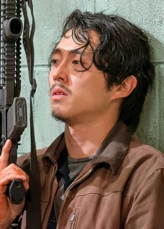 'The Walking Dead' Season Five Premiere Recap – Find Out What Happened! The Walking Dead season five returned with a bang tonight and we have the whole episode recapped for you! It's been several long months since the last episode… Walking Dead Zombies, Glenn The Walking Dead, The Walk Dead, Walking Dead Tv Series, Twd Glenn, Glenn Y Maggie, Glen Twd, Steven Yeun, Glen Rhee