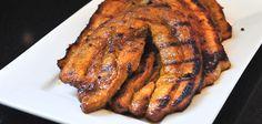 Al zie je de speklap steeds minder op de barbecue Deze wil je niet overslaan. Deze Javaanse speklapjes smaken geweldig samen met ui. Barbecue Smoker, Bbq Grill, Barbacoa, Weber Bbq, Man Food, Summer Bbq, Tandoori Chicken, Tapas, Bacon