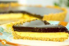 Aprenda a fazer uma super fácil receita de Torta de Maracujá com cobertura de Chocolate.