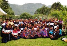 L'équipe de 130 femmes tisserandes de El Camino de los Altos