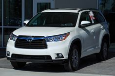 Why should you choose the Toyota Highlander near Orlando over the Ford Explorer? Toyota of Clermont has the details!