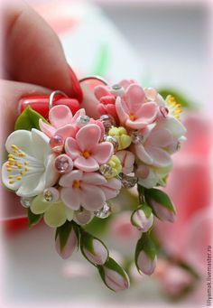 Купить или заказать Серьги ' Яблоня в цвету-2' в интернет-магазине на Ярмарке Мастеров. Эти серьги, сделаны по мотивам полюбившихся 'Яблони в цвету' - нежные цветы ручной работы, украшены стразами Сваровски.