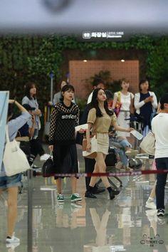 Sooyoung & Yoona - Gimpo Airport from Osaka Sooyoung, Yoona, Lilt, Girls Generation, Osaka, Basketball Court