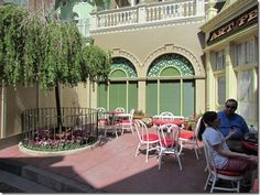 A SECRET resting place in Magic Kingdom!! Other great tips on surviving Disney World with KIDS!!!!