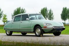 Citroen DS 21 Pallas, year Chassis number Colour 'Vert Argente' (light green metallic) with a black leather interior and grey carpet. This fabulous Citroen DS … Citroen Ds, Palace, Ford Sierra, British Sports Cars, Collector Cars For Sale, Bmw 3 Series, Audi Quattro, Fiat, Cars