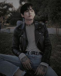 "yesterday because they upset my bias, today I declare ""Taehyung"" day. Punk Edits, Bts Edits, Taehyung Fanart, Bts Taehyung, Look Dark, Dark Images, Bts Video, Blackpink Lisa, Vmin"