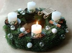 40 Original Advent Wreath Ideas for 2014 Year Christmas Advent Wreath, Noel Christmas, Modern Christmas, Christmas Projects, Diy Couronne Noel, English Christmas, Advent Candles, Christmas Preparation, Pink Candles