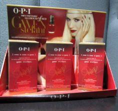 El producto estrella de la colección, un rojo creado por la misma Gwen Stefani y con adhesivos de SWAROVSKI