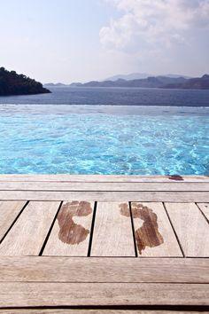http://refluent.tumblr.com/post/50344512713/everybody-loves-holiday-by-sema-k
