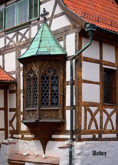 Wartburg Castle, Eisenach, Thuringia, Germany (UNESCO World Heritage) Architecture Old, Historical Architecture, Architecture Details, Medieval Houses, Medieval World, Beautiful Buildings, Beautiful Places, German Houses, Tudor Style