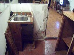 Daño en pared por efecto de la humedad  Damage to the walls due to humidity
