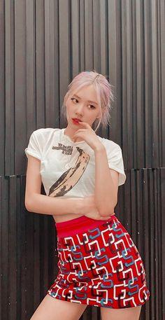 Lisa Blackpink Wallpaper, Rose Wallpaper, South Korean Girls, Korean Girl Groups, Blackpink Fashion, Fashion Outfits, Korean Boys Ulzzang, Rose Icon, Blackpink Photos