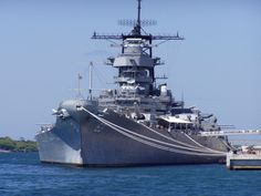 USS Missouri ton Iowa Class Battleship, was commissioned on 11 June 1944 . Marine Francaise, Uss Iowa, Us Battleships, Capital Ship, Us Navy Ships, Navy Military, Military Ribbons, Naval History, Military Weapons