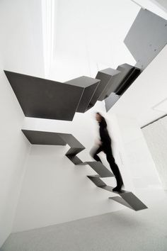 http://oddstuffmagazine.com/unbelievable-and-incredible-staircase.html