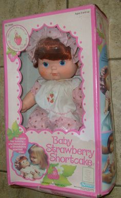 VINTAGE 1982 KENNER BABY STRAWBERRY SHORTCAKE DOLL BLOWS A KISS