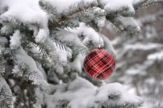 Trendy wallpaper winter laptop new years 58 ideas Christmas And New Year, Christmas Time, Christmas Bulbs, Merry Christmas, Christmas Gifts, Christmas Aesthetic Wallpaper, Christmas Wallpaper, Christmas Background, Trendy Wallpaper