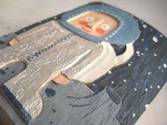 HOLZRELIEF ASTRONAUT KOSMOS astronaut orbit in wood por leschiwelt