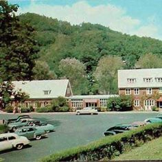 HISTORIC TAPOCO LODGE 828.498.2800 – Tapoco Lodge Resort on the Cheoah River located in the Smoky Mountains of western North Carolina, near Robbinsville, North Carolina on US129 just 2 miles south of the famous Tail of the Dragon at Deals Gap